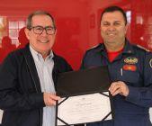 ABEPOM entrega diploma de Presidente de Honra da associação ao Cmt do CBMSC